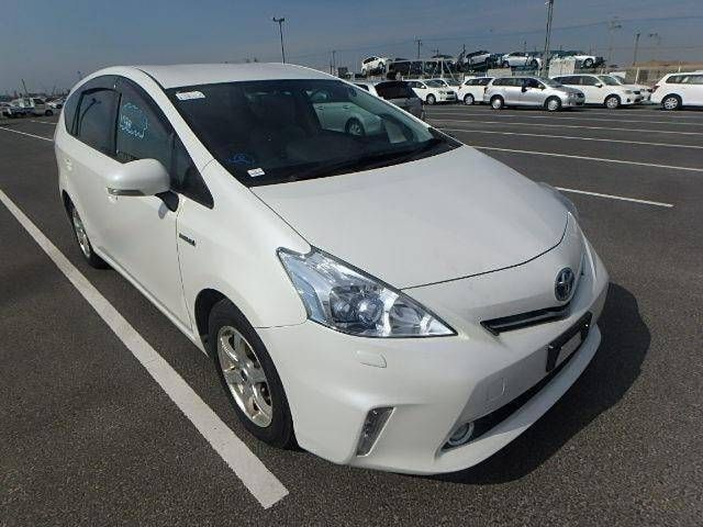 Toyota Prius Alpha 7 Seat Pearl 2014 Toyota Prius Toyota Honda Cr