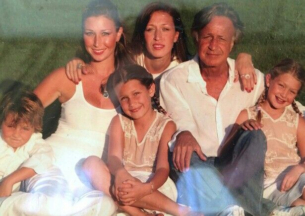 Mohamed hadid with all his five children | Yolanda Foster ...