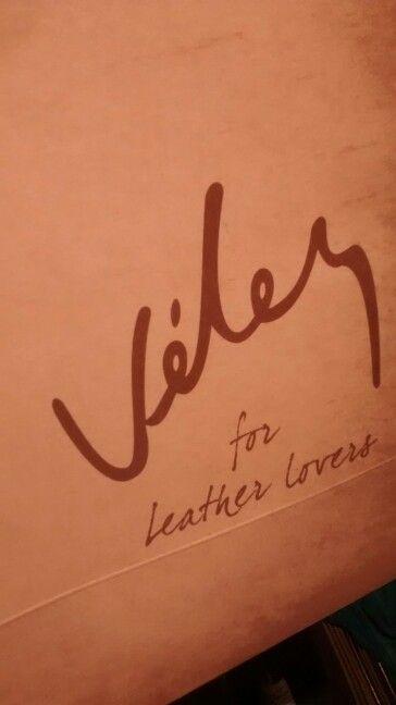 Mi #Wishlist se hará realidad porque es para #LeathersLovers confío en @velezoficial ya quiero llegar a la tienda para tomar la difícil decisión! Qué elegir en medio de tantas cosas buenas! #LeathersLovers