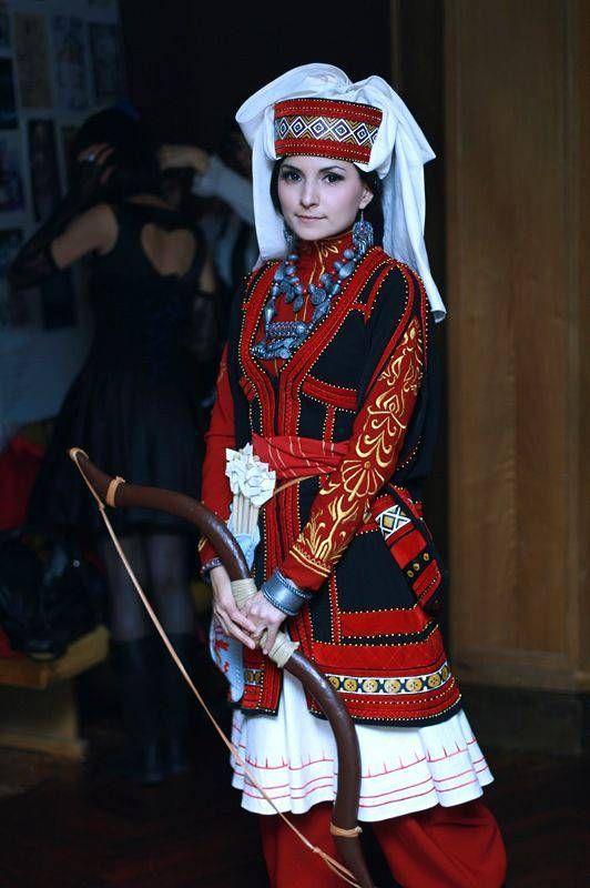【画像】民族衣装で一番魅力的なのは