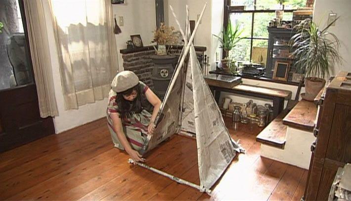 家にある紙製品を使って簡単で楽しいおもちゃの作りましょう。第2回は、新聞紙を使ったおもちゃ「秘密基地テント」の作り方を紹介します。