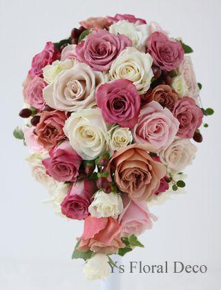 シックなピンク、白、ベージュのティアドロップブーケ ys floral deco  @ルシェルブラン表参道