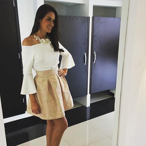 New look!! Falda rotonda con tablones en jacquard y blusa Sevilla en color marfil!!! Un look muy fresco para ti!!! #ckheaven #fashion2016 #moda2016 #colombia #bogota #trend #skirt #falda #blusa @lorena_hermida_aguilar
