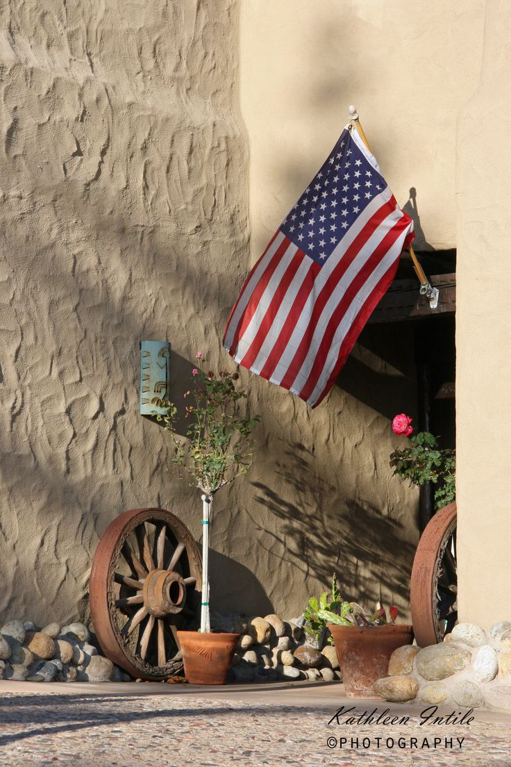 A attractive, display in the front entrance of a house along the coast line in San Diego.