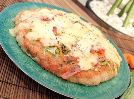 Aprenda como fazer pizza com esta receita de massa básica para pizza. É uma receita clássica para você fazer em sua casa e colher muitos elogios!
