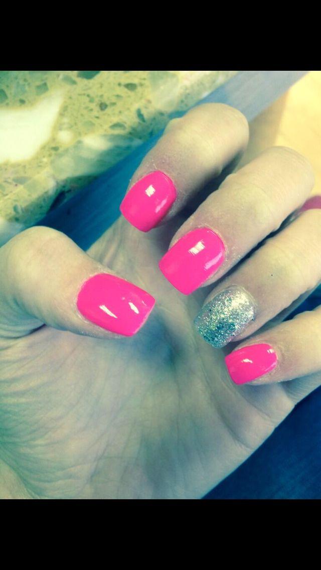 Pink nails, fake nails