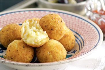 Coated in golden crumbs, each risotto ball holds a treasure of gooey mozzarella - no wonder they're a favourite Italian snack.Gooey Mozzarella, Rice Ball, Arancini Recipe, Food, Italian Snacks, Appetizers Drinks Snacks, Favourite Italian, Risotto Ball, Arancini Ball