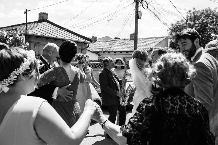 Dancing on the street with music before the wedding ceremony.   #wedding #hochzeit #weddingphotography #hochzeitsfotos #hochzeitsbilder #bridalcouple #brautpaar #gettingready #music #dancing #happy #itsalrightma