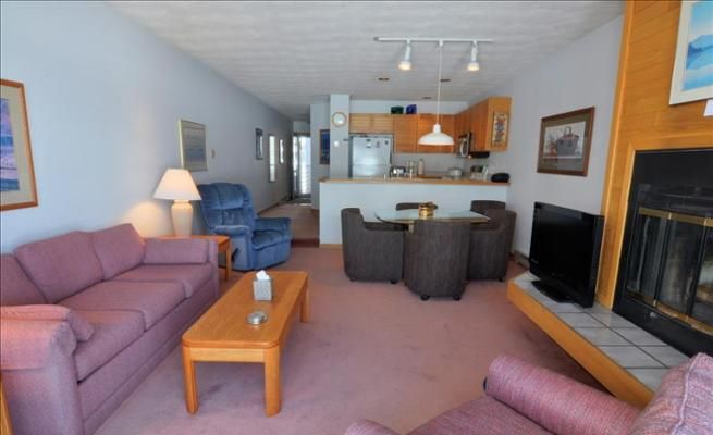 1-Bedroom Condo with Fireplace & On-Site Hot Tub -VaycayHero