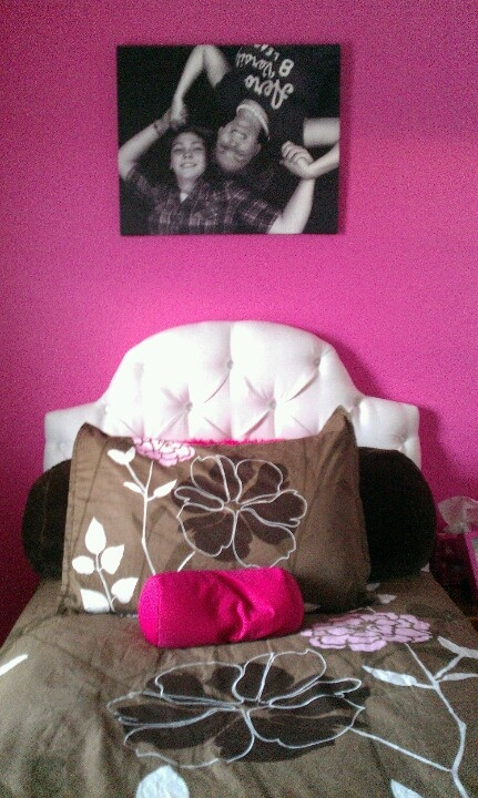 My adorable new  bed room with my new canvas with me and bizbo