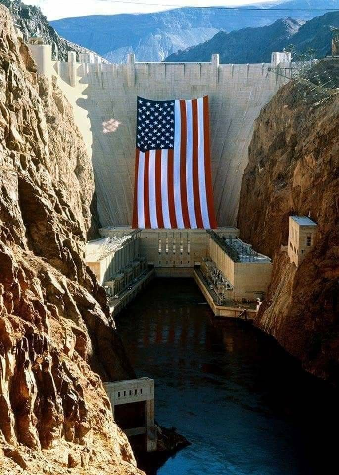 Largest Us Flag Over Hoover Dam God Bless America Large American Flag Hoover Dam America