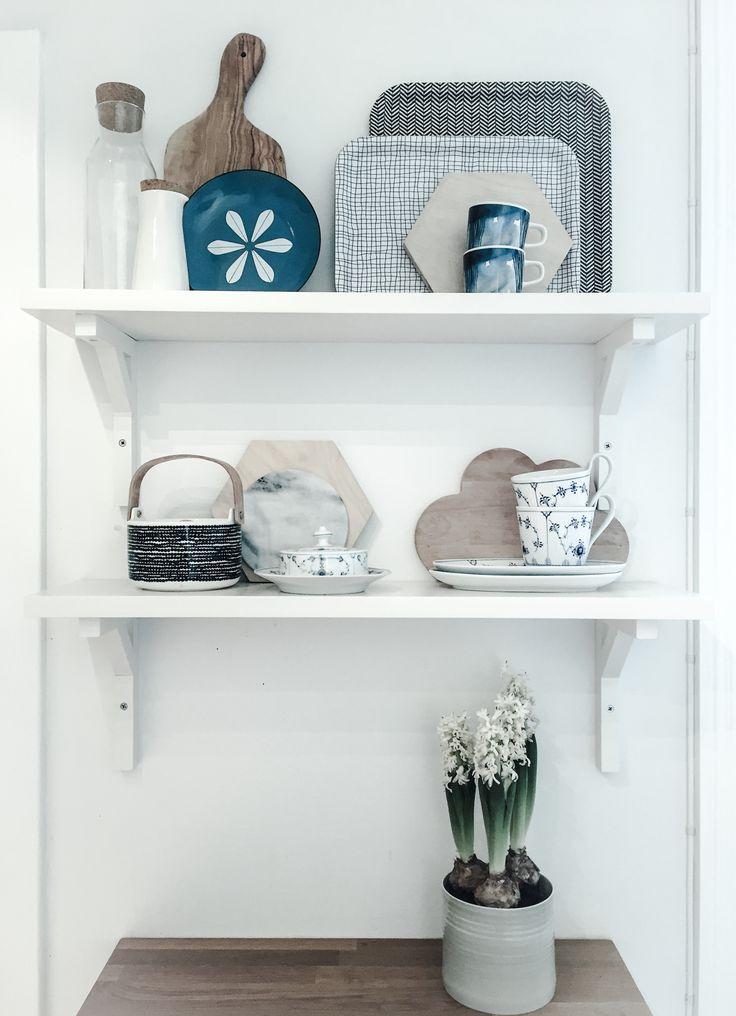 kitchen shelf styling #marimekko #cathrineholm #royalcopenhagen #iittala #anneblack #ikeasinnerlig #scandinavian #grünerløkka #oslo #norway