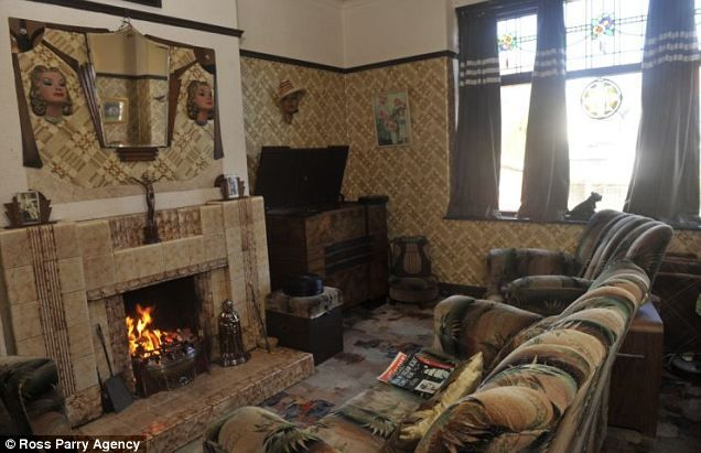 Inside the 1930s house man spends 10 000 decorating his for 1930s living room ideas