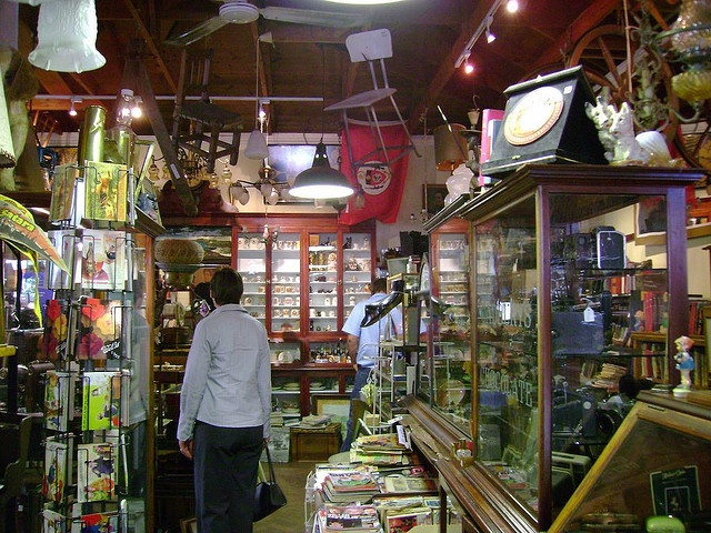 Shopping in Kalk Bay...   Train Cape Town to Simonstown – Southern Line Tourism Route – Local Adventure