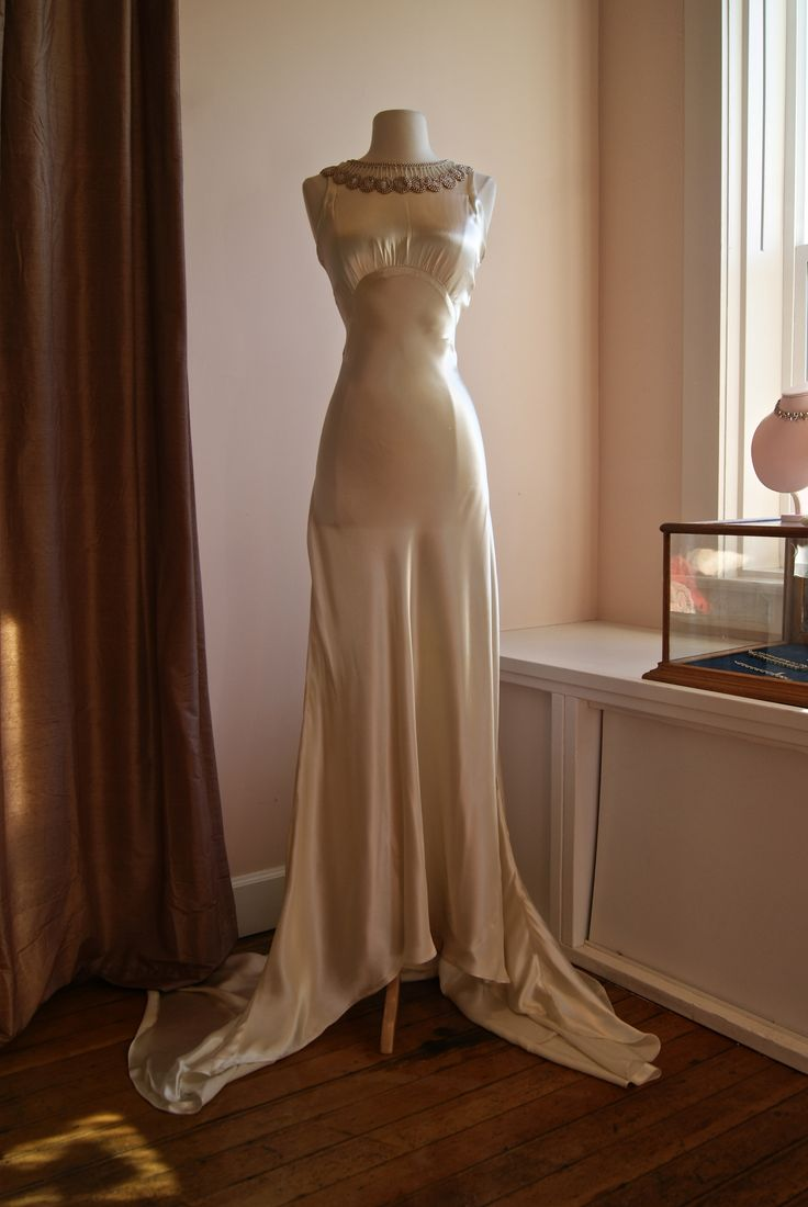 vintage wedding dress cutter jpg 853x1280