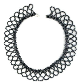 Netted sead bead necklace in black.