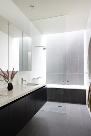 nice monochrome bathroom