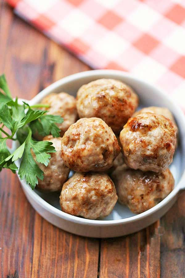 Flavorful and very easy to make, these tasty pork meatballs are baked in the oven and are ready in 20 minutes.