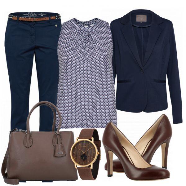 Toller und eleganter Businesslook aus einer blauen Chino, einer ärmellosen Bluse und braunen Pumps… #fashion #fashionista #mode #damenmode