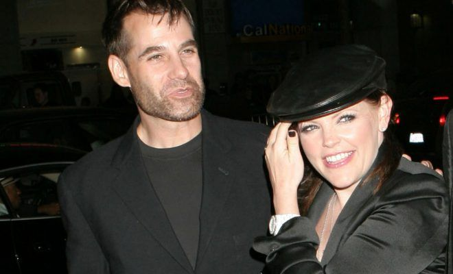 Natalie Maines and Adrian Pasdar getting divorced