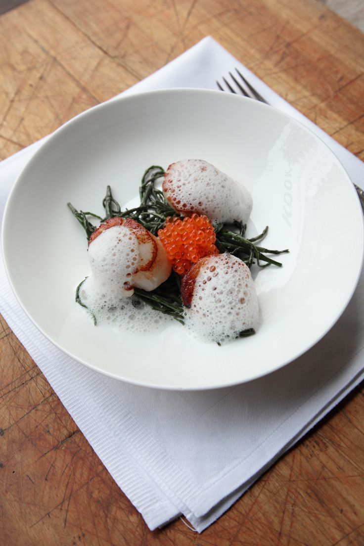 Sint-jakobsvruchten met zeekraal http://www.njam.tv/recepten/sint-jakobsvruchten-met-zeekraal