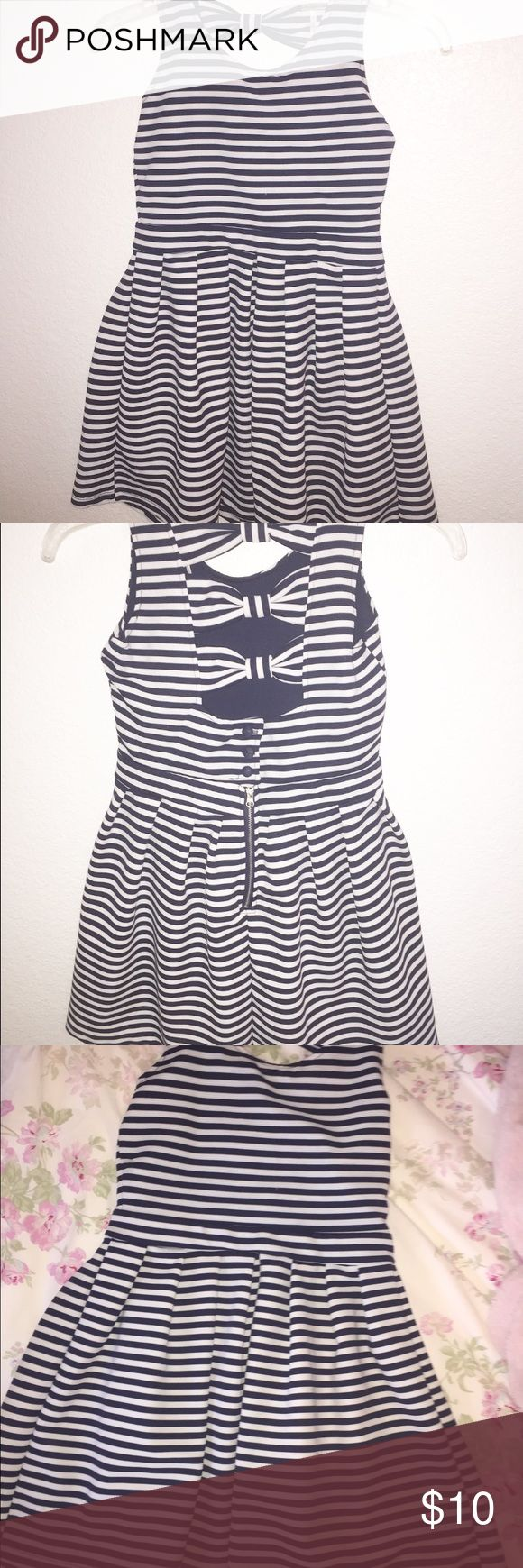 Navy Striped KIDS Dress very cute white and navy striped dress with bow detailing in the back. ♡ (only worn once) Poof Girl Dresses Formal
