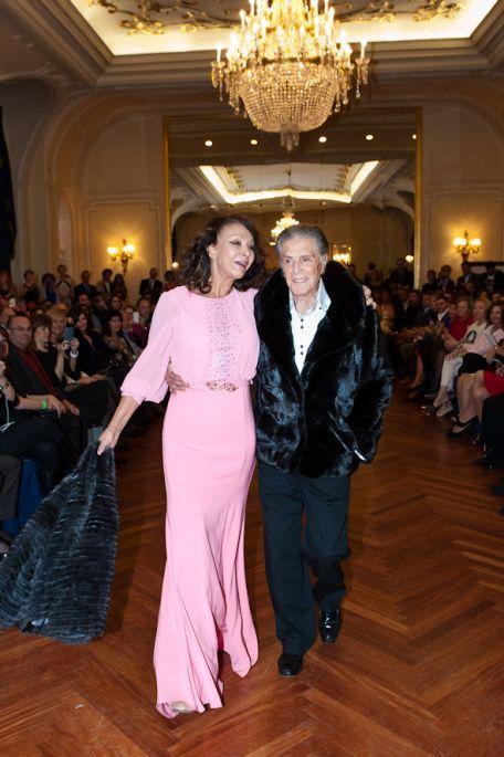 Special thanks to lovely Mari Angeles Grajal for choosing ALCHERA dress in her catwalk for a charity gala in the Ritz Hotel in Madrid.  #charitygala #19thannualhousewarescahrityfoundationgala #alchera #alcheranightdress