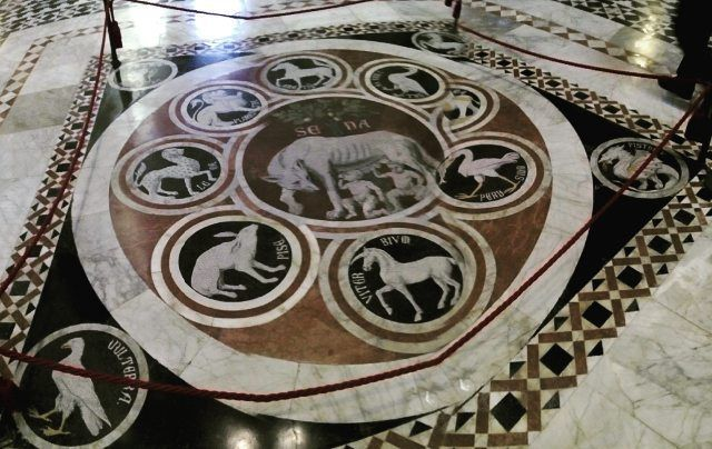 #art #cathedral #siena #tuscany #history #goodlife #beauty #professional #tourguide #historyofarchitecture #architecture #arthistory #breathtaking #upanddownthechianti #mosaic #museum #igersitalia #igerssiena #enjoy  Starting point of Siena Cathedral tour.