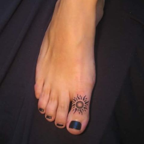 best 25 toe tattoos ideas on pinterest henna finger tattoo foot tattoos and name symbols. Black Bedroom Furniture Sets. Home Design Ideas