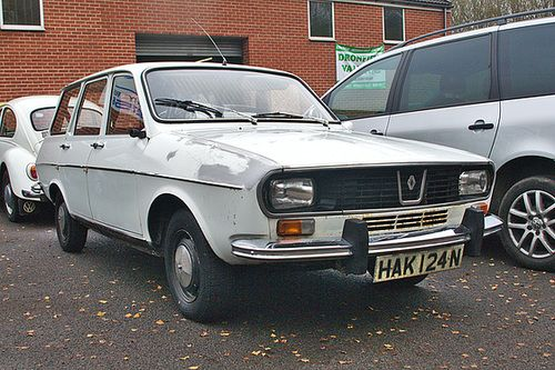 Renault 12 estate . It was a very cheap car to run and very practical .