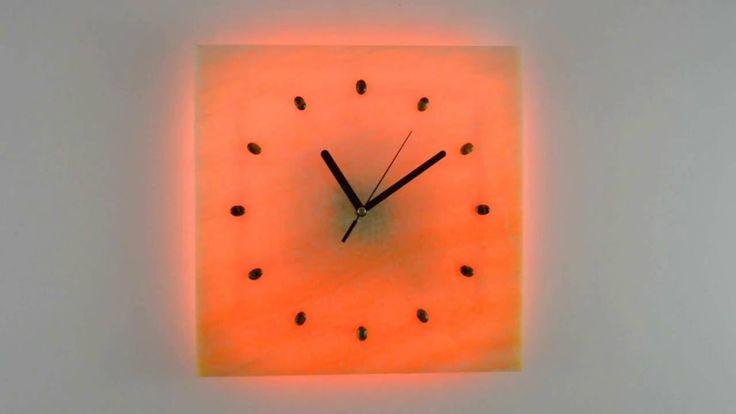 Zegar Kinkiet z ONYKSU LED RGB sterowany PILOTEM