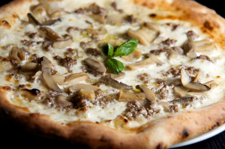 Pizza Chef A stunning combination of cream sauce, mozzarella, minced meat and mushrooms