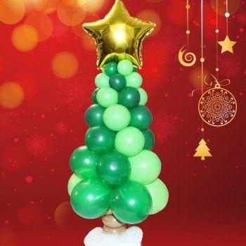 Arbolito de Navidad con globos.