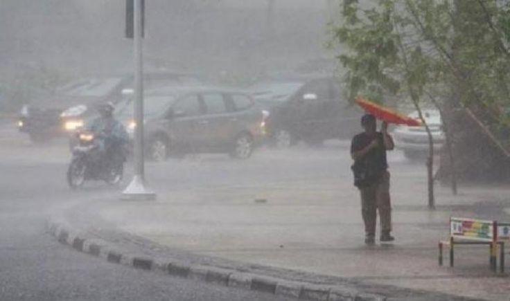 BMKG: Hujan Disertai Kilat Berpotensi Landa Jabodetabek  KONFRONTASI - Wilayah Tangerang Depok Jakarta Selatan Jakarta Timur dan Bekasi menurut prakiraan Badan Meteorologi Klimatologi dan Geofisika (BMKG) berpotensi mengalami hujan sedang-lebat disertai dengan petir dan angin kencang.  Karena itu BMKG mengeluarkan peringatan dini mengenai hal itu.  Seperti dikutip dari prakiraan cuaca BMKG di laman lemabaga tersebut Senin pagi (27/2) BMKG memprakirakan wilayah Jakarta Bogor Depok Tangerang…