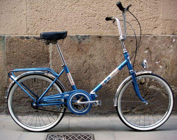 BH-plegable-azul. Mi primera bici, por supuesto heredada de mis hermanostíosprimos mayores