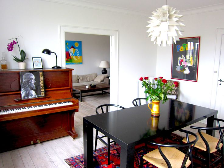 Penthouse in embassy area Copenhagen East  Enjoy a quality penthouse with elevator access. 2 bedroom2, 2 big lounges, all amenities and design furniture. Close to Østerport and Nordhavn station. Utilities, TV and internet - ALL INCLUDED.