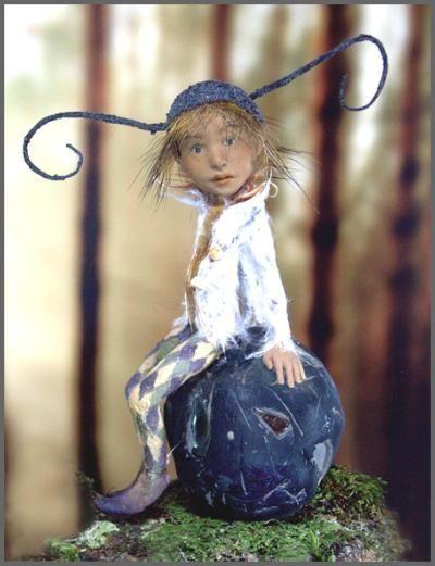 another miniature fairy sculpture by Tatjana Raum.  http://chopoli.com/papouseite.htm