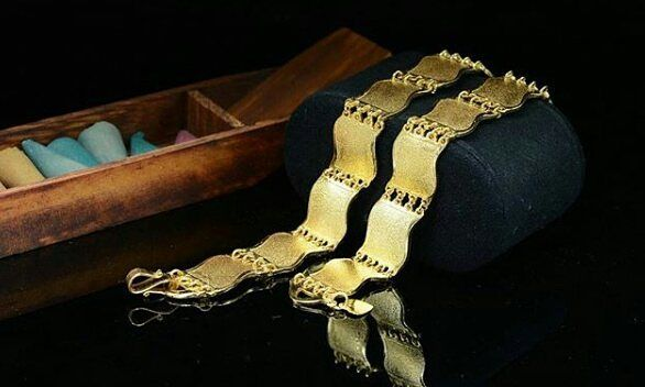 'Gelang rantai lapis emas london 24 karat 😍 seperti emas murni dear 😍  IDR 155.000/ pcs  Material :  Alloy copper ( Rhodium ) with gold plated 24k 💎Jewelry💎 @kimberly_jewelry_indonesia Real picture & Ready stock ya dear 💋 Siap kirim ✈ ga pakai PO 😂 💎 Premium high quality jewelry💎  Like diamond 😍 Gold Plated 24 karat with cystal swarovski italy 💎💎 mewah banget 😍 😍 permatanya bling bling berkilau menyala semi berlian 😍😍 Awet tahan lama dan tidak luntur, aman untuk kulit sensitif…