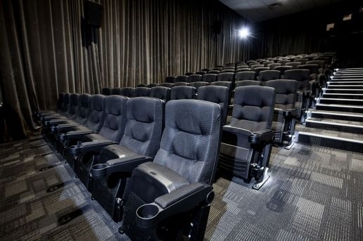 WINDSOR CINEMAS In 2015, Windsor Cinema in Nedlands, WA underwent a refurbishment of their cinema complex.  Taking a staged approach to the refurbishment, Windsor Cinema chose the Alloyfold Schubert cinema seat for the fit out of their first theatre with the remaining theatres to be completed at a later date. The cinema seating for the front 6 rows required customisation to be fixed to a sloping floor while the remainder of the 192 seats were placed on tiers.