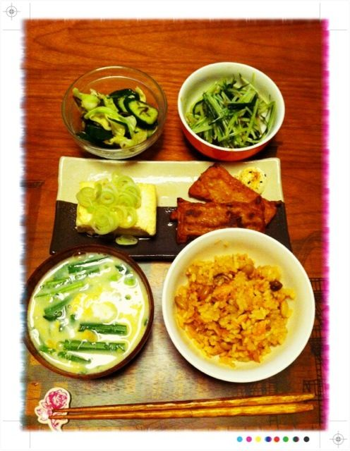 ひとりなので冷蔵庫整理 - 3件のもぐもぐ - 揚げ出し豆腐、さつまあげ、水菜のおひたし、浅漬け、ニラ玉汁、鮭ごはん by chirarhythm
