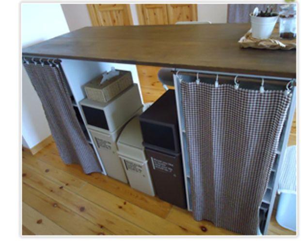 カラーボックスを背中合わせで計4台使用。カーテンで目隠ししている部分は、食器や家電などの収納として活用しています♪キッチン全体がスッキリしますね!
