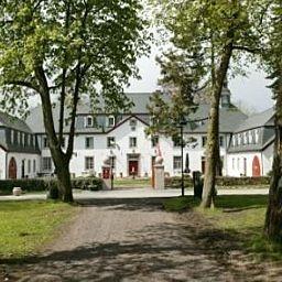 Das romantische Schloss Auel Golf- und Tagungshotel in Lohmar befindet sich in einem ehemaligen Wasserschloss aus dem 14. Jahrhundert.