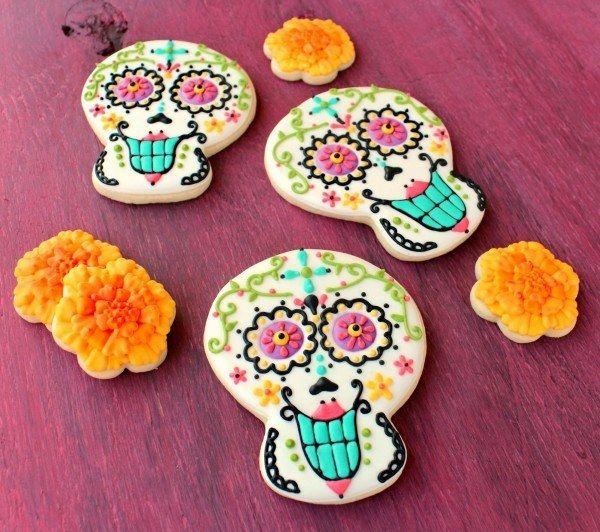 Day of The Dead Cookies   19 Delicious Things To Make For Día De Los Muertos