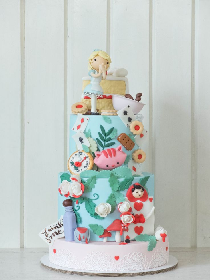 Custom Cake Sets | Cottontail Cake Studio | Sugar Art & Pastries