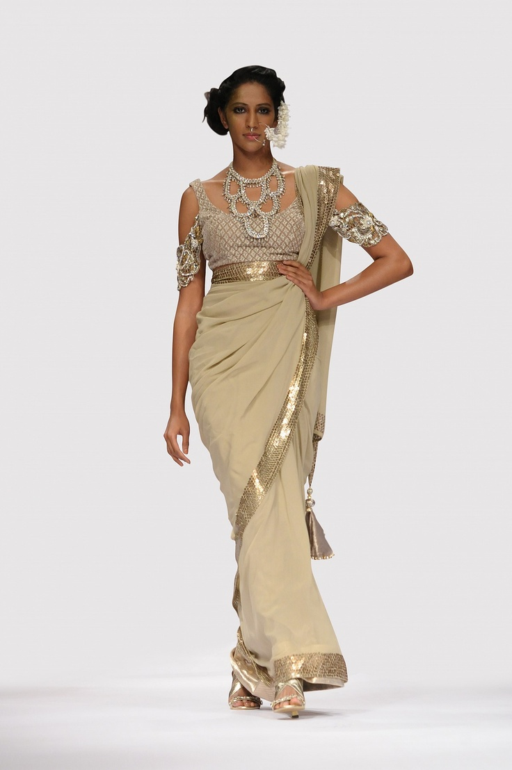Beautiful saree design by india's top bollywood designer Payal Singhal