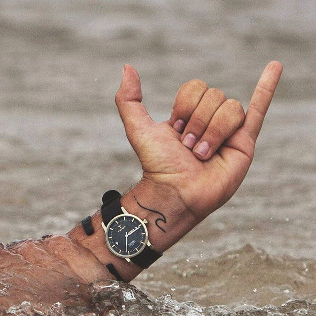 Beautiful watch and bracelet from @triwa . . . . . . #surftrip#surfing#hippiestyle#hippielife#surfing#surfer#jungle#australia#byronbay#intothewild#dreamlife#yingyang#dreamplace#hippie#lifestyle#ocean#waves#send#water#paradise#vanlife#cristal#sunset#tattoo#newtattoo#sharkytattoo#watch#triwa#triwawatch