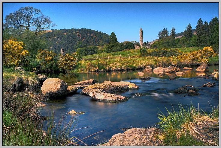 Glendalough in den Wicklow Mountains- Irland von Lobo23