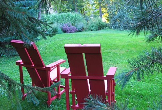 iconic Wave Hill garden chairs - can order chair plans from Wave Hill