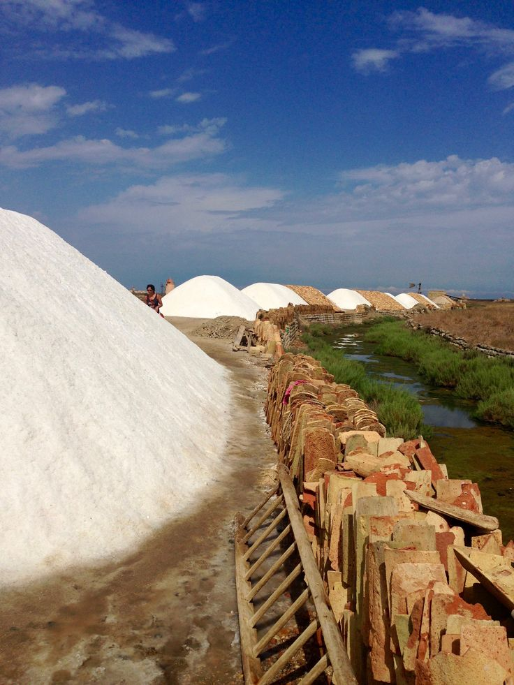 DAY 10 - interesting visit at the saltworks in Trapani. Check these websites for infos wwfsalineditrapani.it or salinedellalaguna.it near Marsala