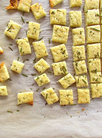 Parmesan Rosemary Crackers! Make your own crackers to snack on so you dont eat super unhealthy processed food! | a little saffron